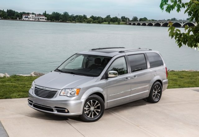 chrysler-town-and-country-cars1-ru-6
